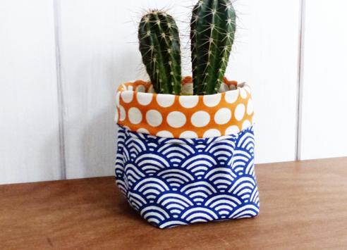cache pot bleu et jaune style wax. Black Bedroom Furniture Sets. Home Design Ideas